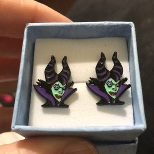 Jewelry - NWT Maleficent Queen Earrings